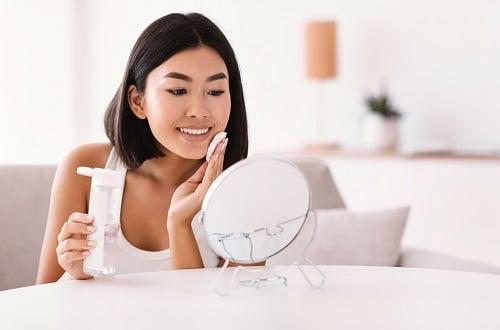 Así es como exfolia su piel propensa al acné